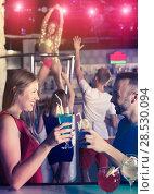 Купить «emale and male with cocktails clubbing», фото № 28530094, снято 28 августа 2017 г. (c) Яков Филимонов / Фотобанк Лори