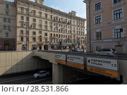 Купить «Москва, тоннель под Маяковской площадью на Садово-Триумфальной улице летом», эксклюзивное фото № 28531866, снято 1 мая 2018 г. (c) Дмитрий Неумоин / Фотобанк Лори