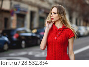 Купить «Young blonde woman looking at something in the street. Beautiful girl in urban background wearing red dress. Female with straight hair.», фото № 28532854, снято 11 декабря 2016 г. (c) Ingram Publishing / Фотобанк Лори