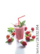 Купить «strawberry fresh sweet smoothies in a glass», фото № 28532954, снято 6 июня 2018 г. (c) Peredniankina / Фотобанк Лори