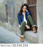 Купить «Portrait of a young beautiful woman in a urban background», фото № 28534334, снято 1 февраля 2013 г. (c) Ingram Publishing / Фотобанк Лори