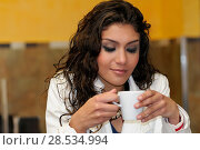 Portrait of beautiful elegant woman with coffee cup. Стоковое фото, фотограф Javier Sánchez Mingorance / Ingram Publishing / Фотобанк Лори
