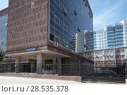 Купить «Москва, дом 39 на Мясницкой улице летом», эксклюзивное фото № 28535378, снято 2 июня 2018 г. (c) Дмитрий Нейман / Фотобанк Лори