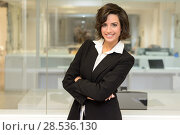 Купить «Portrait of a business woman in an office. Crossed arms», фото № 28536130, снято 14 января 2014 г. (c) Ingram Publishing / Фотобанк Лори