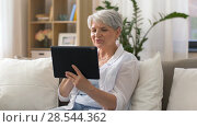 Купить «senior woman having video chat on tablet pc», видеоролик № 28544362, снято 30 мая 2018 г. (c) Syda Productions / Фотобанк Лори