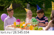 Купить «kids giving presents to birthday child at party», видеоролик № 28545034, снято 5 июня 2018 г. (c) Syda Productions / Фотобанк Лори
