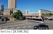 Купить «Moscow, Russia - May 22. 2018. tram rides on bridge at Komsomolskaya Square», видеоролик № 28548362, снято 21 мая 2018 г. (c) Володина Ольга / Фотобанк Лори
