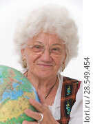 Купить «Older person with globe», фото № 28549454, снято 21 июня 2018 г. (c) age Fotostock / Фотобанк Лори