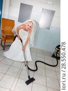 Купить «Bride using vacuum cleaner», фото № 28550478, снято 27 мая 2020 г. (c) age Fotostock / Фотобанк Лори