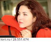 Купить «Portrait of a thoghtful woman with red hair», фото № 28551674, снято 6 апреля 2020 г. (c) age Fotostock / Фотобанк Лори