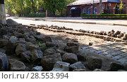 Купить «Ремонт булыжной мостовой к ЧМ», фото № 28553994, снято 5 мая 2018 г. (c) Ed_Z / Фотобанк Лори