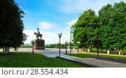 Купить «Панорамный вид на памятник князю Владимиру на смотровой площадке. Город Владимир», эксклюзивное фото № 28554434, снято 8 июня 2018 г. (c) Макаров Алексей / Фотобанк Лори