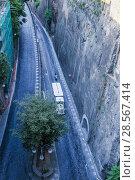 Narrow street of Via Luigi de Maio.  Sorrento.  Italy (2017 год). Стоковое фото, фотограф Николай Коржов / Фотобанк Лори