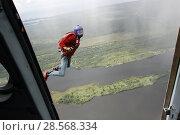 Купить «Парашютист в свободном полёте, спрыгнувший с вертолёта Ми-8 над островом Кижи. Карелия», эксклюзивное фото № 28568334, снято 9 июня 2018 г. (c) Сергей Цепек / Фотобанк Лори