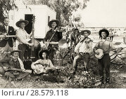 Los Angeles, California, c 1933 A portrait of 'Jack LeFevre and His Texas Outlaws' band, with (l-r) Dude, Jack, Squirrel, Mae, Jimmie, Cyclone and Shorty... Редакционное фото, фотограф Underwood Archives / age Fotostock / Фотобанк Лори