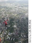 Купить «Парашютистка в свободном полёте, выпрыгнувшая с вертолёта Ми-8 над городом Петрозаводск. Карелия», эксклюзивное фото № 28585902, снято 8 июня 2018 г. (c) Сергей Цепек / Фотобанк Лори
