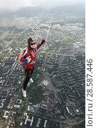 Купить «Парашютистка в свободном полёте, выпрыгнувшая с вертолёта Ми-8 над городом Петрозаводск. Карелия», эксклюзивное фото № 28587446, снято 8 июня 2018 г. (c) Сергей Цепек / Фотобанк Лори