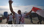 Купить «Football fans support teams on the streets of the city on the day of the match between Croatia and Nigeria», видеоролик № 28589870, снято 16 июня 2018 г. (c) Антон Гвоздиков / Фотобанк Лори