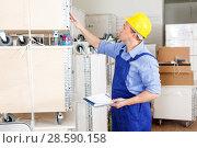 Купить «Builder inventorying tools and materials», фото № 28590158, снято 4 мая 2018 г. (c) Яков Филимонов / Фотобанк Лори