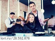 Купить «Hairdresser discussing female customer preferences in barbershop», фото № 28592878, снято 5 марта 2018 г. (c) Яков Филимонов / Фотобанк Лори