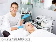 Woman making beauty procedures for face. Стоковое фото, фотограф Яков Филимонов / Фотобанк Лори