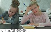 Купить «Primary school kids sitting at school class and listening to a teacher at lesson», видеоролик № 28600694, снято 4 июля 2017 г. (c) Vasily Alexandrovich Gronskiy / Фотобанк Лори
