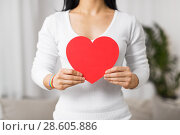 Купить «woman with gay awareness wristband holding heart», фото № 28605886, снято 14 ноября 2017 г. (c) Syda Productions / Фотобанк Лори