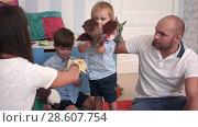 Купить «Father and mother playing animal hand puppets with their boys», видеоролик № 28607754, снято 7 июня 2017 г. (c) Vasily Alexandrovich Gronskiy / Фотобанк Лори