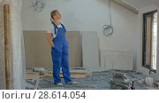 Купить «Engineer woman at work on construction site», видеоролик № 28614054, снято 4 июня 2018 г. (c) Vasily Alexandrovich Gronskiy / Фотобанк Лори