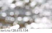 Купить «Справа налево сверху вниз хаотичное движение многочисленных расфокусированных светлых пятен. Солнечный свет отражается в речных волнах», видеоролик № 28615134, снято 20 июня 2018 г. (c) Круглов Олег / Фотобанк Лори