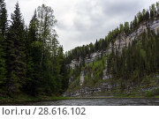 Landscape - river with beautiful rocks on wooded shores on a cloudy day. Стоковое фото, фотограф Евгений Харитонов / Фотобанк Лори