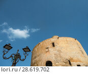 Купить «Alghero, Cristoforo Colombo defensive shield, Torre dello Sperone, Sperone Tower, defense tower built by the catalans XIV century, Italy, Sardinia, Sassari.», фото № 28619702, снято 27 мая 2018 г. (c) age Fotostock / Фотобанк Лори