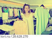Купить «Woman shopping at the apparel store», фото № 28628270, снято 19 июня 2017 г. (c) Яков Филимонов / Фотобанк Лори
