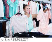 Купить «Woman shopping at the apparel store», фото № 28628274, снято 19 июня 2017 г. (c) Яков Филимонов / Фотобанк Лори
