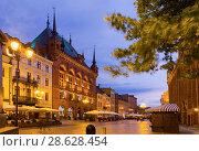 Купить «Torun streets at twilight», фото № 28628454, снято 11 мая 2018 г. (c) Яков Филимонов / Фотобанк Лори