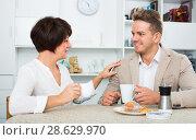 Man and woman with cups. Стоковое фото, фотограф Яков Филимонов / Фотобанк Лори