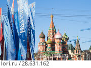 Welcome flags on Moscow streets in honour of the 2018 FIFA World Cup in Russia. Стоковое фото, фотограф Владимир Журавлев / Фотобанк Лори