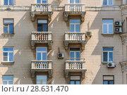 Купить «Москва. Балконы десятиэтажного кирпичного жилого дома, проспект Мира, 108», фото № 28631470, снято 31 июля 2012 г. (c) Алёшина Оксана / Фотобанк Лори