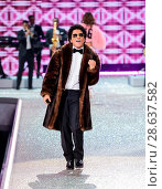 Купить «2016 Victoria's Secret Fashion Show at the Grand Palais Featuring: Bruno Mars Where: Paris, France When: 30 Nov 2016 Credit: C.Smith/WENN.com», фото № 28637582, снято 30 ноября 2016 г. (c) age Fotostock / Фотобанк Лори
