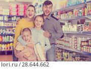 Купить «spouses with daughters during family shopping», фото № 28644662, снято 20 января 2018 г. (c) Яков Филимонов / Фотобанк Лори