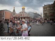 Купить «Москва, большое количество людей на Красной площади», эксклюзивное фото № 28645482, снято 23 июня 2018 г. (c) Дмитрий Неумоин / Фотобанк Лори