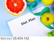 Купить «Food and sheet of paper with a diet plan», фото № 28654142, снято 11 апреля 2018 г. (c) Елена Блохина / Фотобанк Лори
