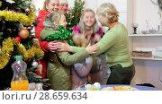 Купить «Happy family is meeting for celebration New Year together at home.», видеоролик № 28659634, снято 17 января 2018 г. (c) Яков Филимонов / Фотобанк Лори
