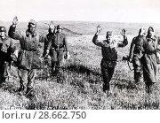Купить «14.07.1941. Немецкие солдаты ведут советских пленных», фото № 28662750, снято 14 июля 1941 г. (c) WWII / Фотобанк Лори