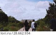 Купить «Botanical garden in Paris. The exterior of the Great Evolution Galery», видеоролик № 28662934, снято 7 июня 2018 г. (c) Ирина Мойсеева / Фотобанк Лори