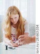 Measuring Blood Sugar Level Of Sad Teen Girl With Glucometer. Стоковое фото, фотограф Майя Крученкова / Фотобанк Лори