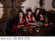 Купить «Три цыганки гадают на картах», фото № 28663310, снято 13 мая 2018 г. (c) Марина Володько / Фотобанк Лори