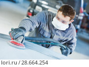 Купить «auto repairman grinding autobody bonnet», фото № 28664254, снято 15 марта 2016 г. (c) Дмитрий Калиновский / Фотобанк Лори