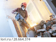 Купить «breaking interior wall. worker with demolition hammer», фото № 28664374, снято 9 декабря 2017 г. (c) Дмитрий Калиновский / Фотобанк Лори