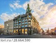 Купить «Санкт-Петербург. Дом Зингера. Singer House on Nevsky Prospekt», фото № 28664590, снято 3 июня 2018 г. (c) Baturina Yuliya / Фотобанк Лори